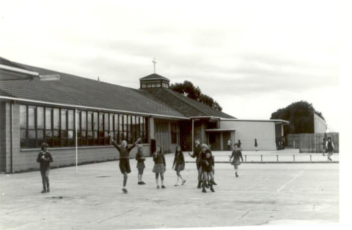 Netball Courts 1977.jpg