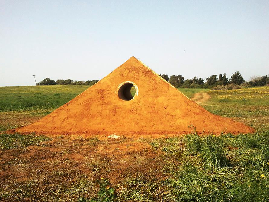 piramid- dirt and concrete pipe