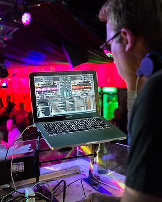 DJ Paket small
