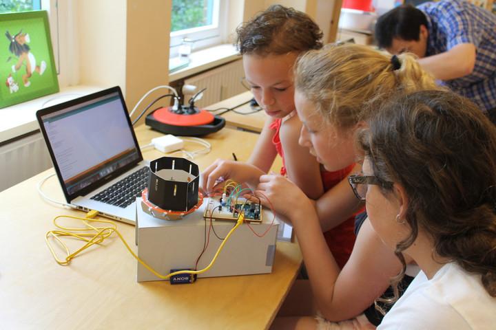 Leerlingen van De Noordwijkse School laten robots dansen