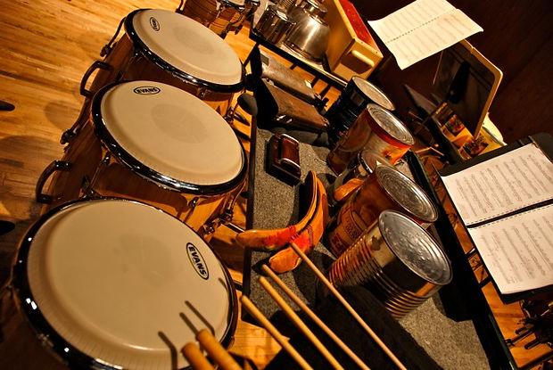 Bongos, percussion