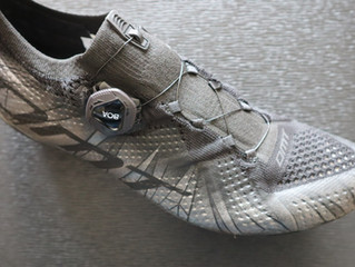 靴下のようなシューズ DMT-KR1