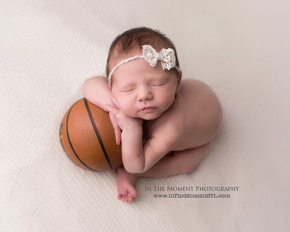 Jill Shadden, In The Moment Photography. St Louis Newborn and Family Photographer