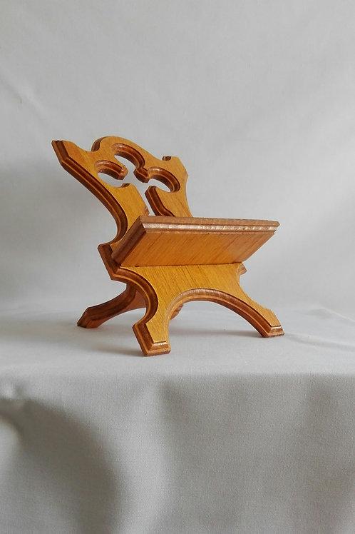 Atril de madera con cruz calada para libro o biblia