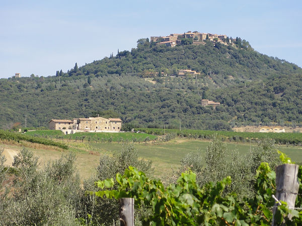 Sant'Angelo_in_Colle_-_panoramio_(1).jpg