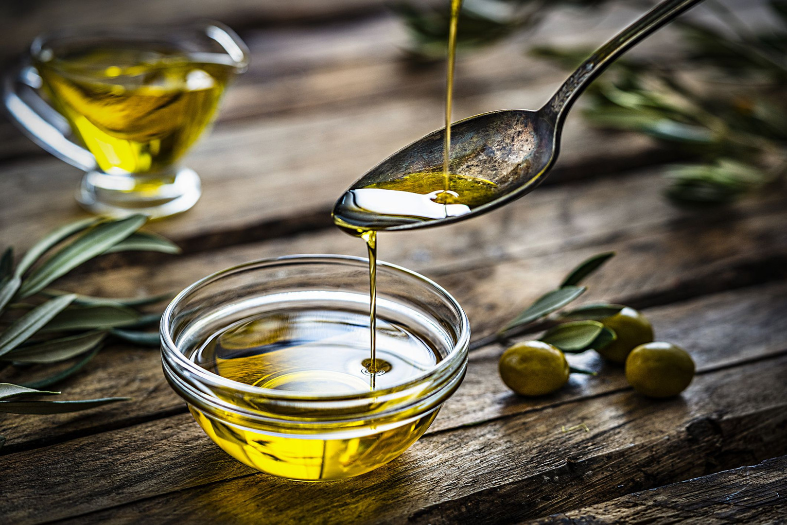 pouring-extra-virgin-olive-oil-royalty-f