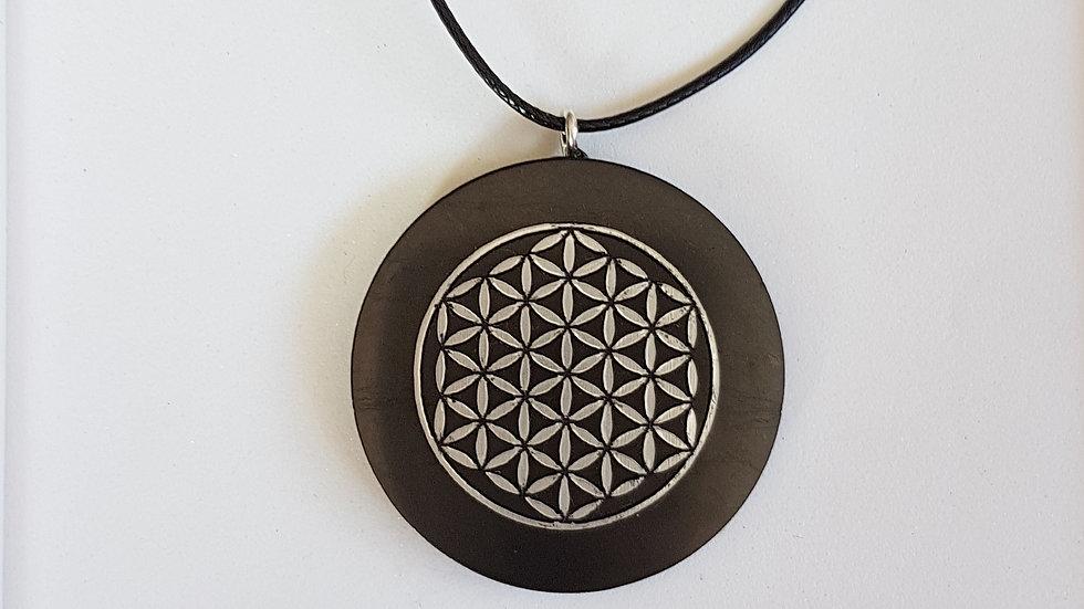 Pendentif fleur de vie motif Or dans cercle Shungite  diamètre 3 cm