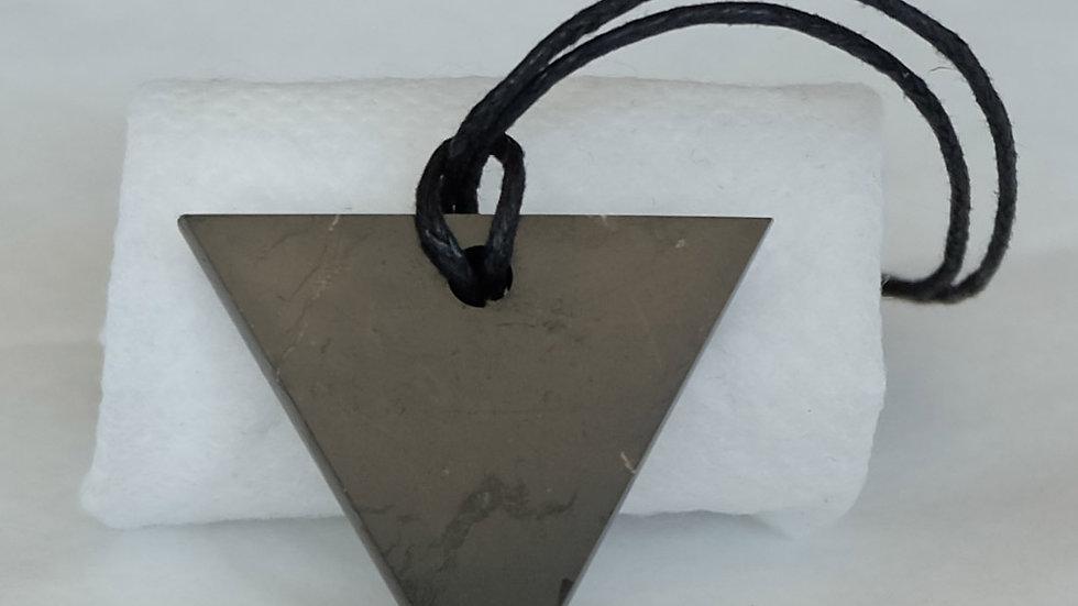 Pendentif triangle féminin
