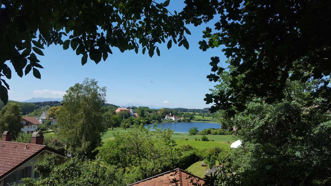 Ausblick auf den See und die Berge