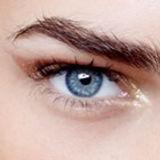 Le sourcil est un élément primordial dans un visage. la teinture permet de dessiner au naturel