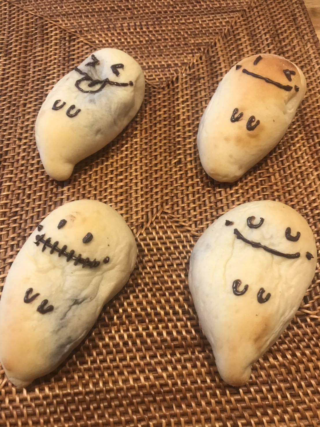 おばけの白パン