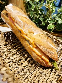 タンドリーチキンと季節野菜のサンド