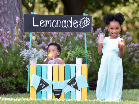 How to Build a Photo Prop Lemonade Stand