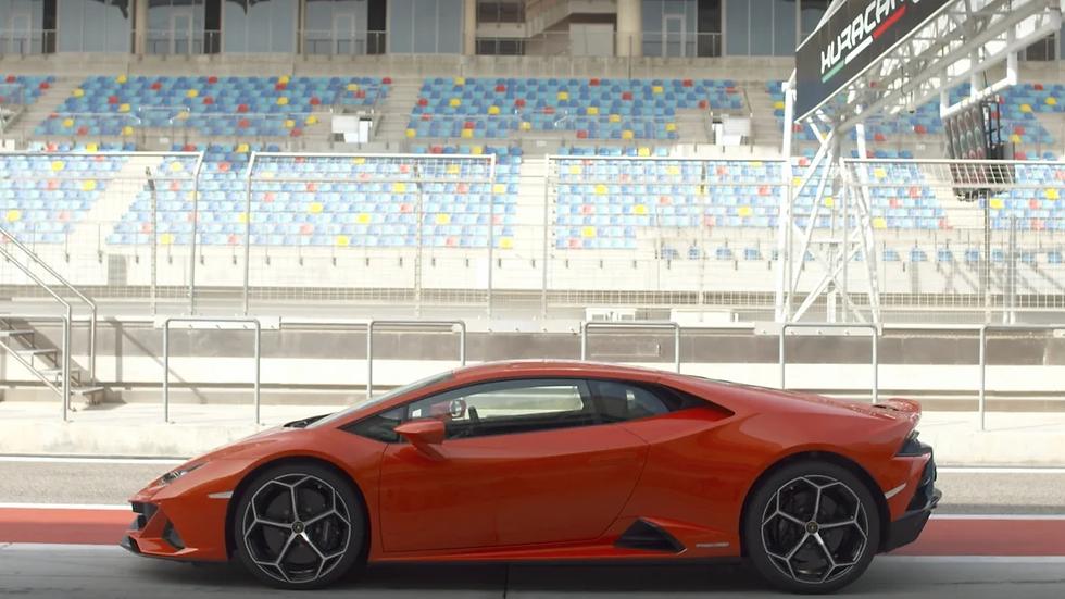 4 kola na okruhu v Lamborghini Huracan