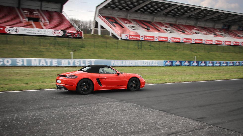 3 kola na okruhu Porsche | Mustang