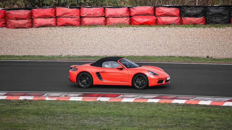 7 kol na okruhu Porsche | Mustang