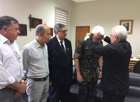 General de Exército Lourival Carvalho Silva, recebe medalha da AMLMS.