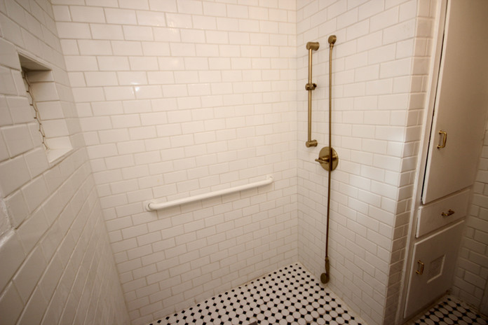 Southern Hospitality Home Recently Updated Resident Shower