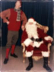 Verdens sejeste julemand fra cirkus big med den hurtigste nisse nuller som backup sanger,