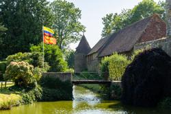 le parc du château, les douves, le pont levis