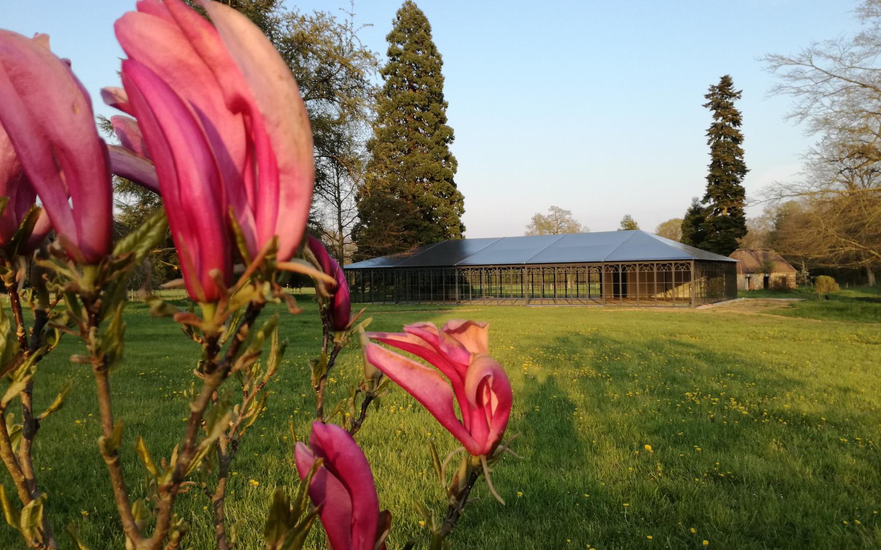 palais de verre dans le parc du château