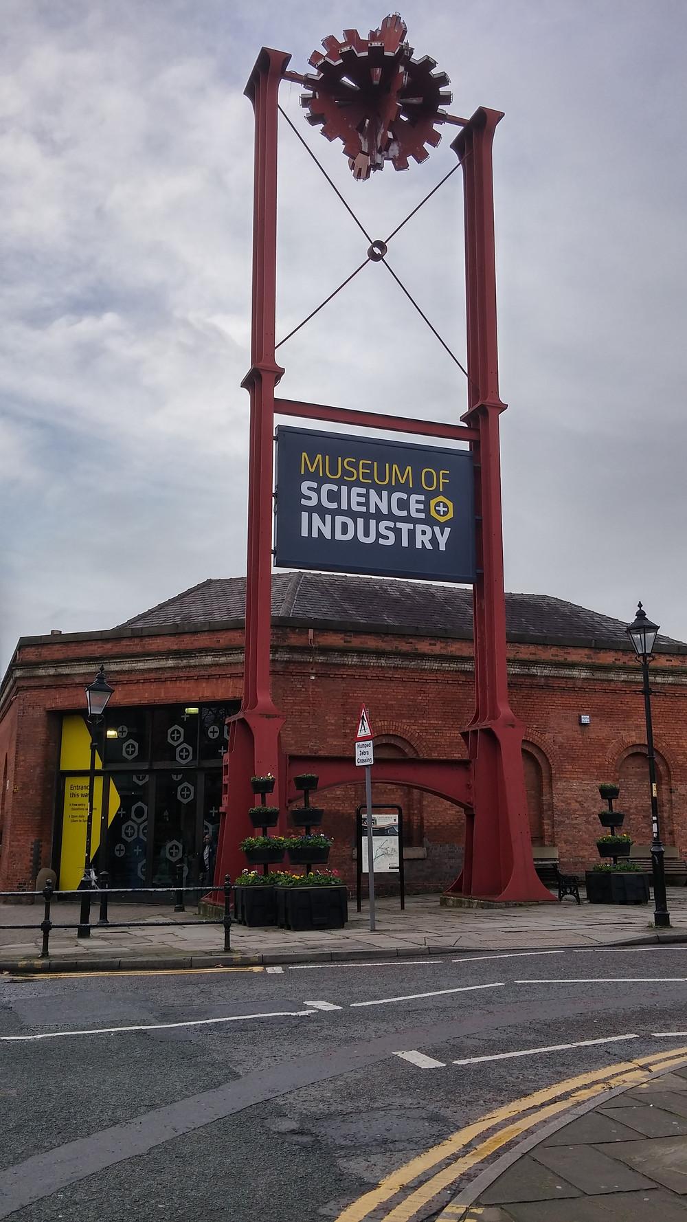 הכניסה למוזיאון המדע