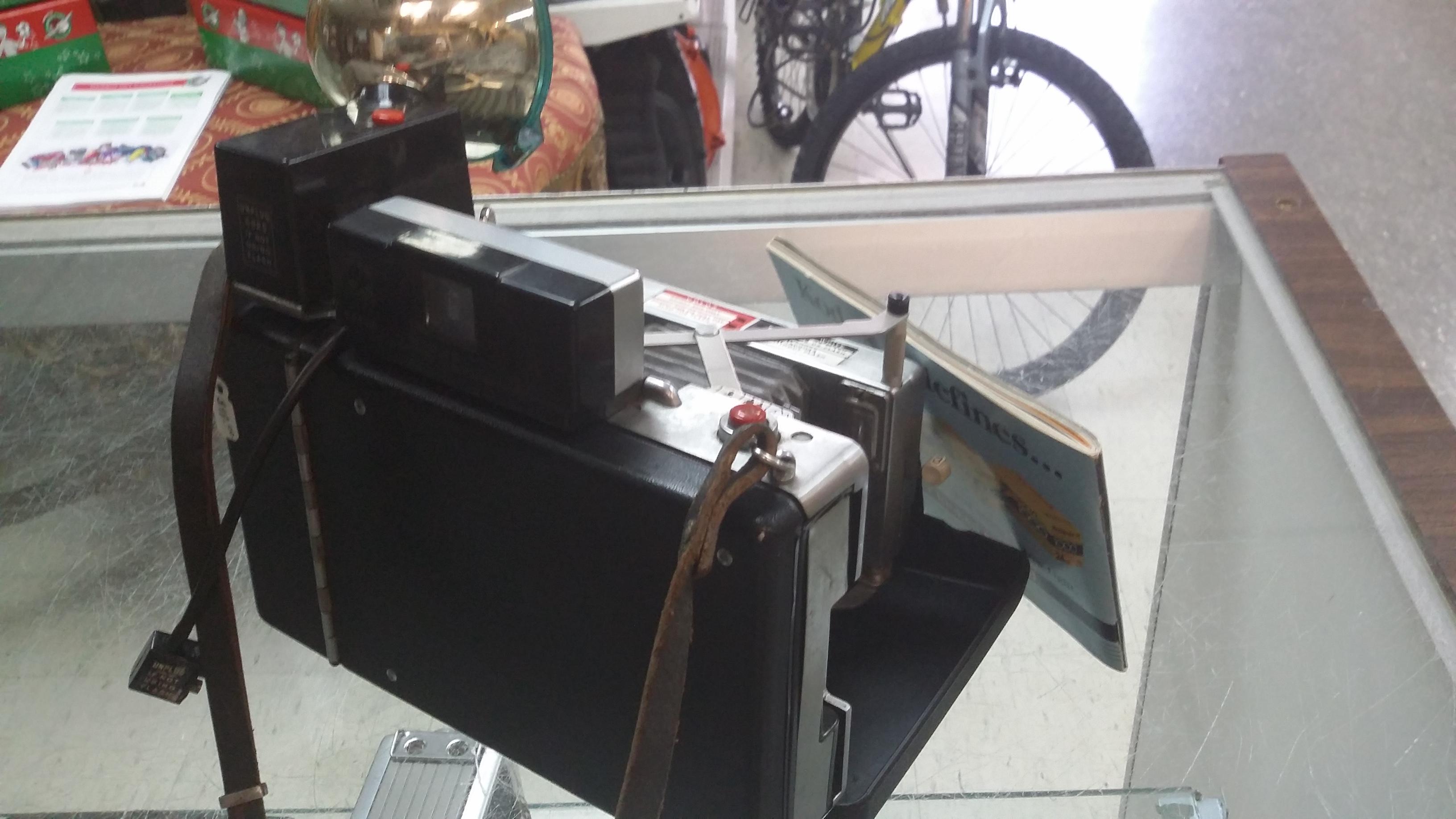 Land Camera/Automatic 100