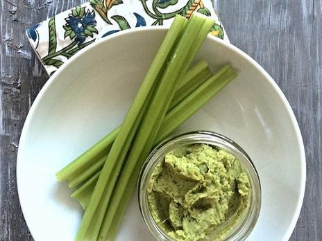 Hummus au kale & aux échalotes caramélisées