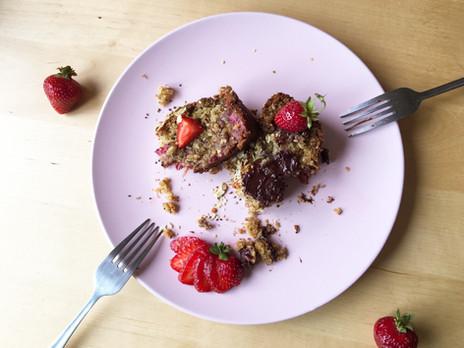 Pain déjeuner végétalien au jus Dose ZEST, fraises & chia