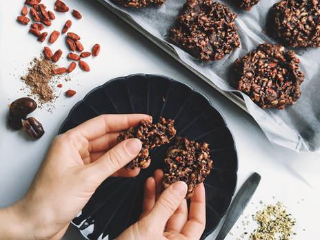 Galettes sans cuisson au beurre d'arachides, cacao & baies de goji
