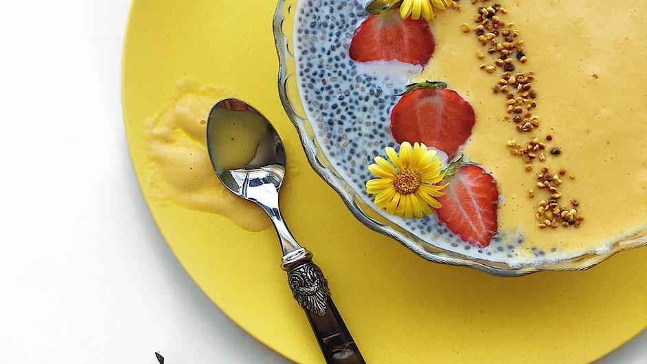 Smoothie mangue, pêche & curcuma