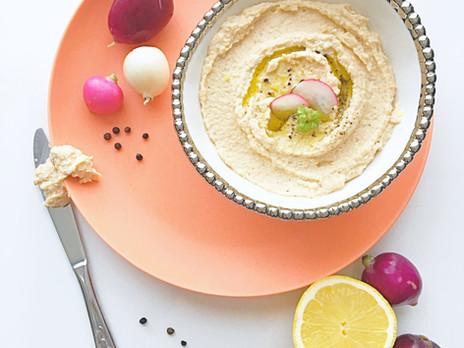 Hummus de radis, chèvre, citron et poivre.