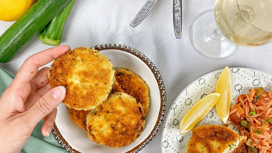 Croquettes à la ricotta, parmesan, citron et épinards avec orzo aux légumes grillés et pesto