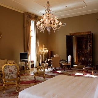 Presidential-Suite-2.jpg
