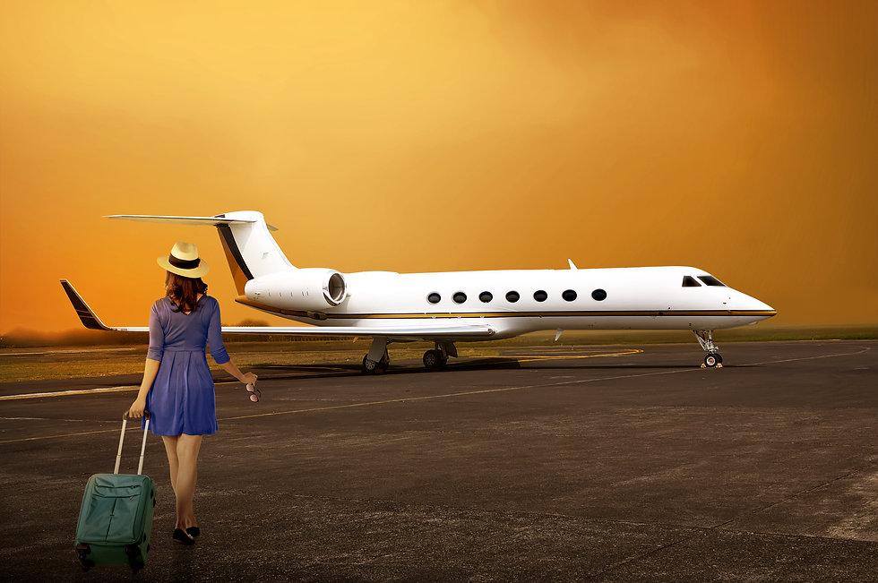 Flitestar-Woman-boarding-jet_83104548.jp
