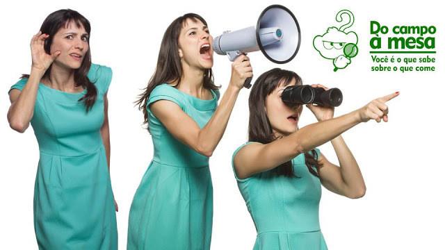 Francine em três poses diferentes, uma tentando ouvir algo, outra gritando em um megafone e outra olhando algo em um binóculo e apontando para a frente