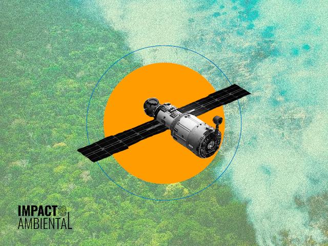 A imagem mostra uma foto desfocada da Floresta Amazônica ao fundo. No centro, tem um círculo amarelo e uma linha azul mais clara. No centro do círculo amarelo, tem a foto de um satélite espacial. Ele tem a forma de três cilindros, um maior, um médio e um pequeno, também tem duas asas de metal. A foto no fundo metade da floresta está com fumaça pois está pegando fogo. No canto inferior esquerdo, se encontra o logotipo do Impacto Ambiental.