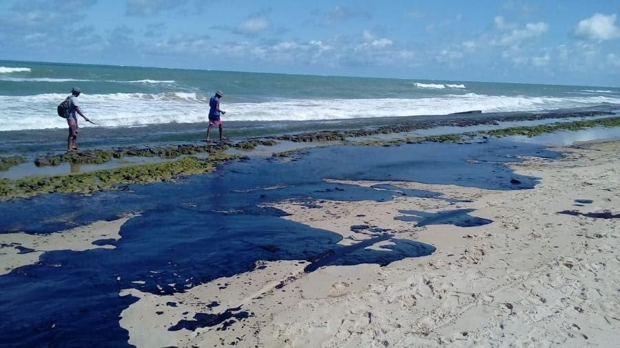C:\Users\User\Documents\unesp\impacto-ambiental\manchas-praias\extensa-mancha-de-oleo-e-vista-na-praia-do-pontal-do-peba-vizinha-a-foz-do-rio-sao-francisco-em-alagoas-1570476137761_v2_900x506.jpg