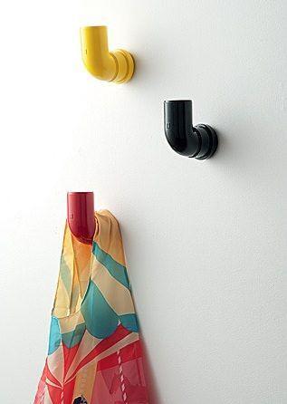 Canos PVC decoram a casa e servem para apoiar coisas.