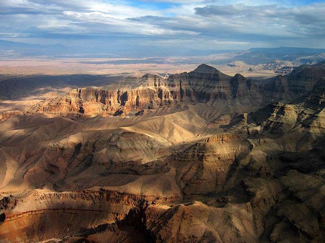 Imagem aérea de região montanhosa
