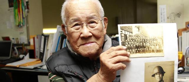 A foto mostra Takashi Morita, um sobrevivente do ataque nuclear. Agora ele é um idoso.