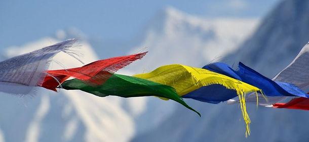 tibetan-prayer-flags-1384193-1920.jpeg