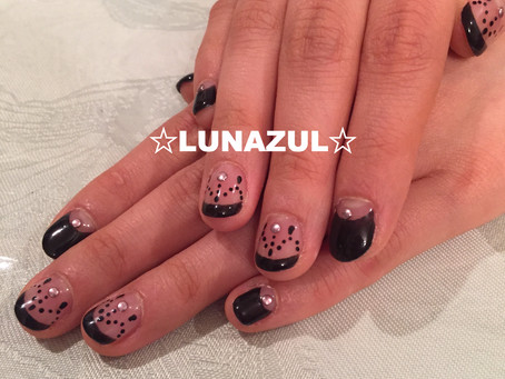 黒フレンチだけど可愛らしく black french style with hand painted art