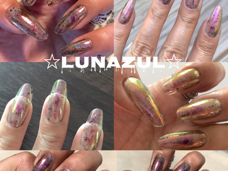 Clear gel scripture + unicorn/mirror effect powder. Depending on light different color. (All same pe