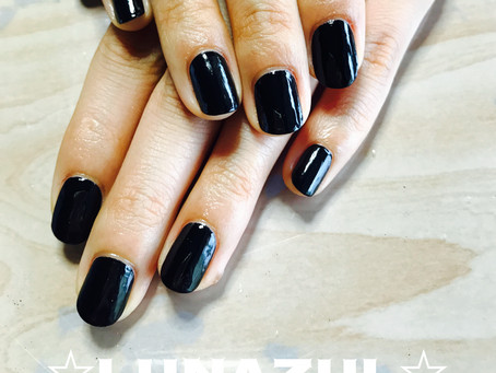 Simple one color polish.