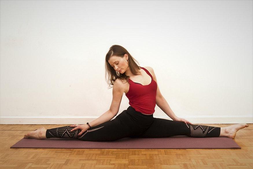 Orsi-Yoga-Pilates- Yoga Split.jpg