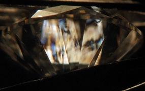basic tests for identifying lab-grown diamonds - CPF crossed polarised filters, birefringence in diamonds