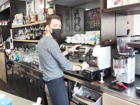 Spaccata notturna, il Mini Bar fa i conti: danno da 5mila euro