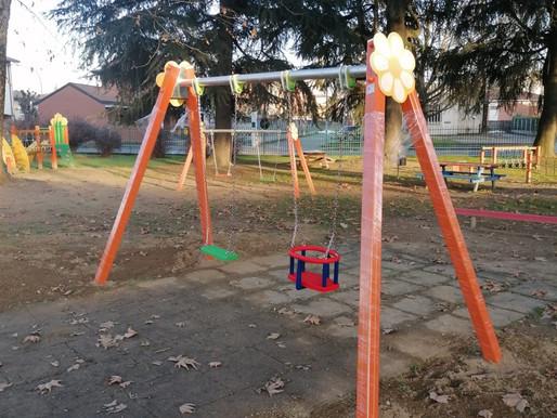 Cilavegna, restyling totale al parco giochi per i bimbi