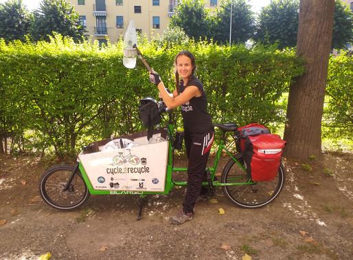 """Il """"pellegrinaggio ambientale"""": a due ruote sulla Via Francigena raccoglie la plastica abbandonata"""